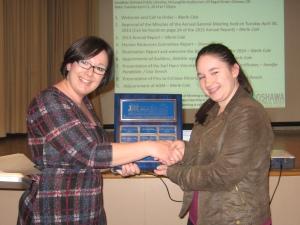 Youth Engagement Co-ordinator Lisa presenting the Earl Hann Award to Volunteer Karen