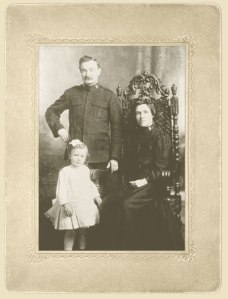 The Hanagan Family.  Grace Hanagan, left, was 1 of 4 children to survive the sinking.  She was born in Oshawa in 1906. Photo from http://www.empress2014.ca/